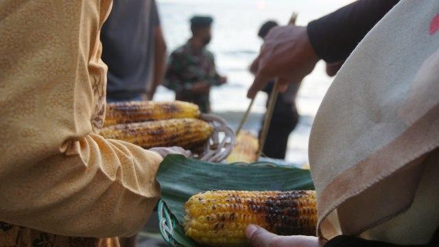 Foto: Semarak Festival Pantai Lapasi di Halmahera Barat (21931)