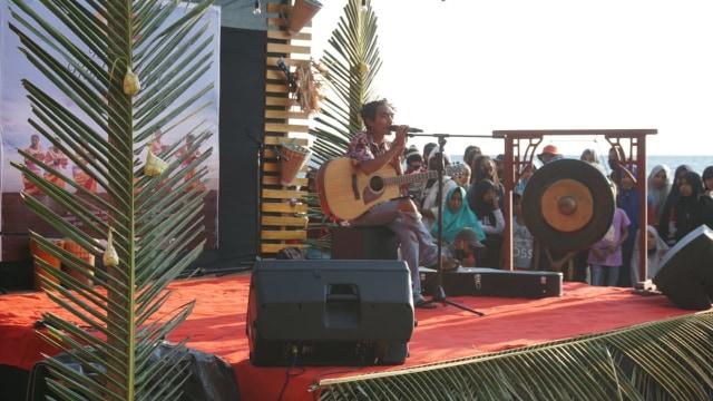 Foto: Semarak Festival Pantai Lapasi di Halmahera Barat (21932)
