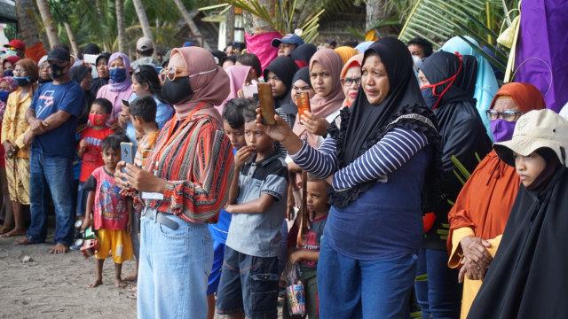 Foto: Semarak Festival Pantai Lapasi di Halmahera Barat (21930)