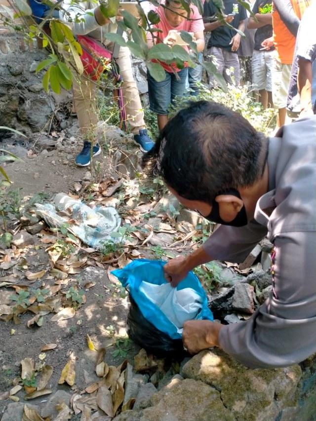Polisi Temukan Kain Kafan Diduga Milik Jasad di Jombang yang Makamnya Dibongkar (552281)