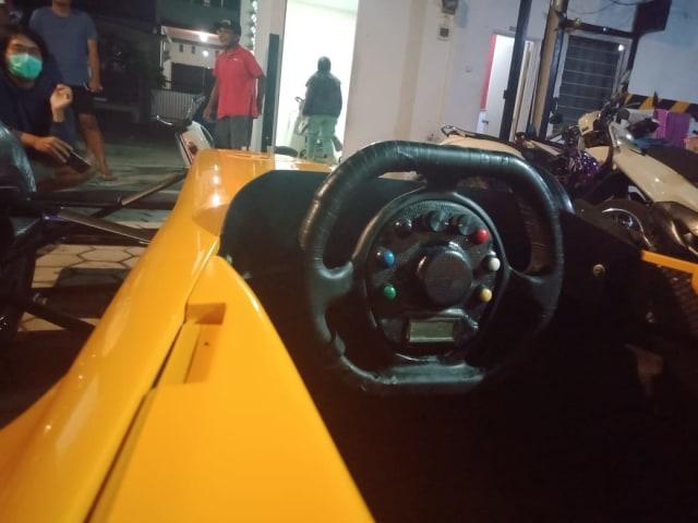Unik, Warga Malang Restorasi Mobil F1 (24463)