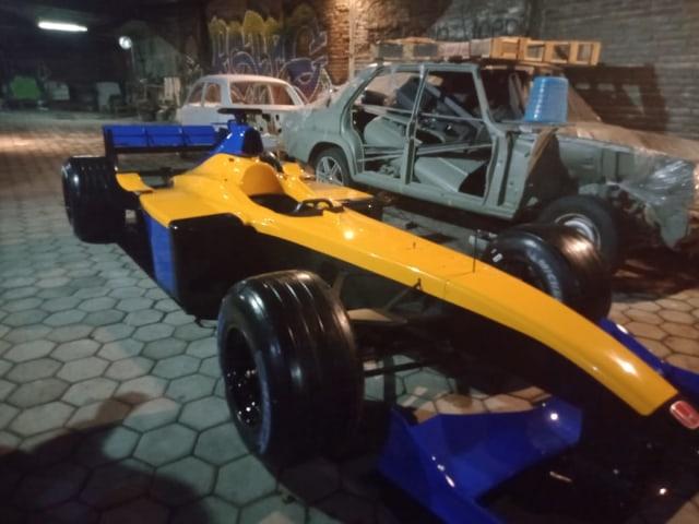 Unik, Warga Malang Restorasi Mobil F1 (24464)