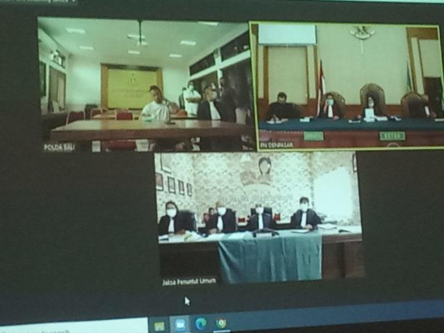 Pengacara Tak Dampingi Jerinx, Hakim Skors Sidang 15 Menit (35433)