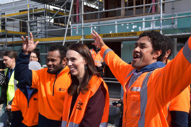 Tak Pakai Masker saat Foto, PM Selandia Baru Minta Maaf (3403)