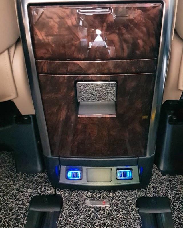 Demam Pasang Slot USB Fast Charging di Kabin Mobil, Berapa Ongkosnya? (14524)