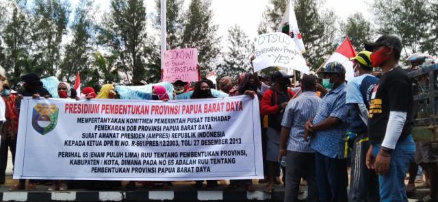 Ratusan Warga Sorong, Papua Barat, Desak Presiden Percepat Pemekaran PBD (227073)
