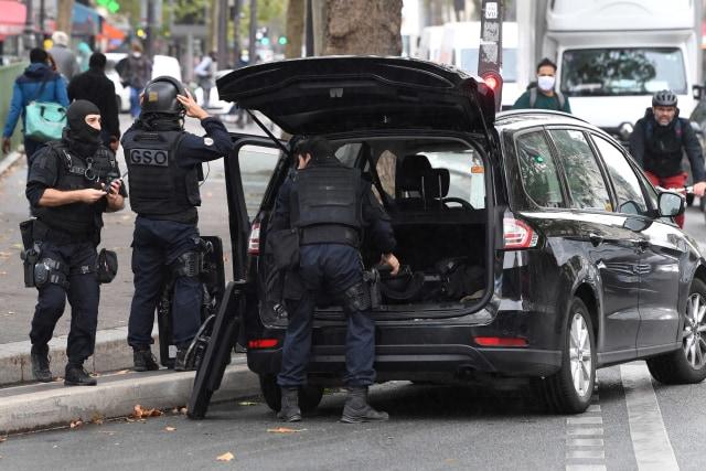 Senjata Tajam Ditemukan di Lokasi Penusukan Dekat Eks Kantor Charlie Hebdo (359201)