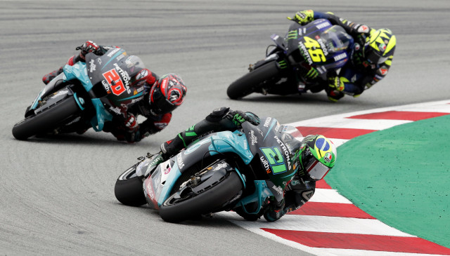 Mengapa Pebalap MotoGP Saat Belok Miring Pakai Ban 'Botak' Tidak Jatuh? (25191)