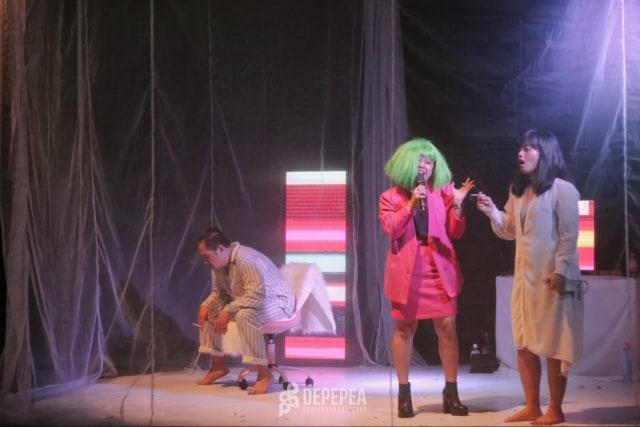 Selebgram Pontianak, Meme Daeng, Tampil di Teater 'Perayaan Tubuh' (353233)