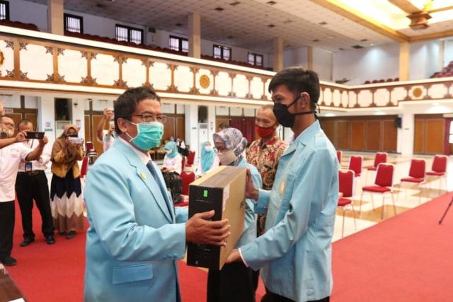 PSD LPPM UNS Berikan Pendampingan serta Kuota Gratis Kepada 15 Maba Disabilitas (32488)