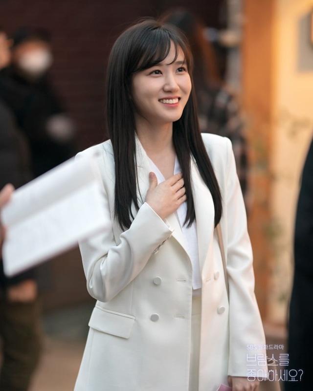 Daftar Aktris dan Aktor Korea Selatan Terpopuler di Minggu Ke-4 September 2020 (70729)