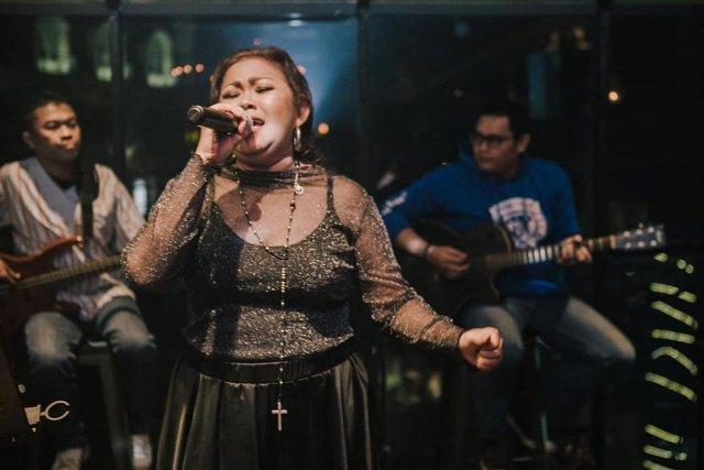 Profil Ovie Artha, Vokalis Simply Fresh yang Meninggal Diduga karena Jantung (2126)