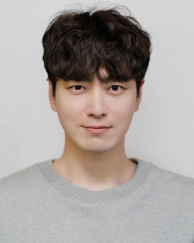 Daftar Aktris dan Aktor Korea Selatan Terpopuler di Minggu Ke-4 September 2020 (70736)