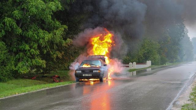 Hati-hati Menyimpan 7 Barang Ini di Mobil, Bisa Picu Kebakaran Kendaraan (254229)