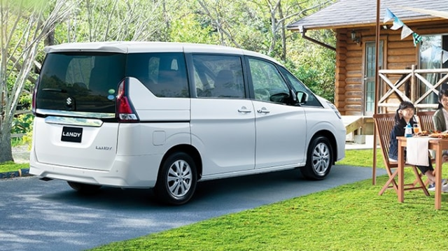 Belum Banyak yang Tahu, Suzuki Jual MPV Kembaran Nissan Serena (82507)