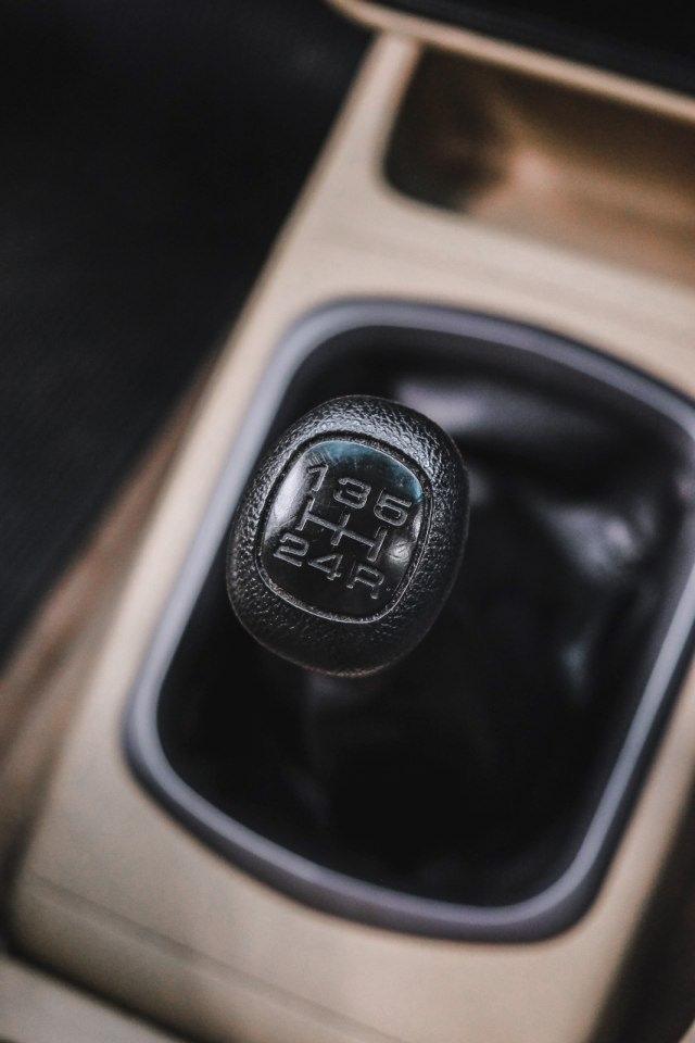 3 Teknik Mengemudi Mobil Manual di Jalan Turunan Yang Harus Kamu Ketahui  (120540)