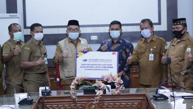 1.000 Pelajar Aceh Terima Kuota Internet Gratis (20149)