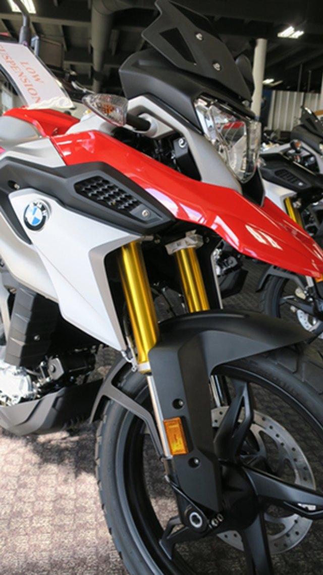 Komparasi Spesifikasi dan Fitur KTM 390 Adventure vs BMW G 310 GS, Unggul Mana? (170166)