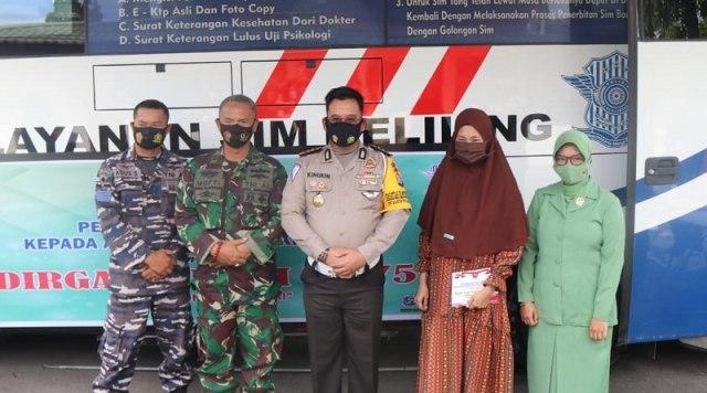 Jelang HUT ke-75 TNI, Polisi Beri Layanan Khusus Perpanjangan SIM ke TNI (214982)