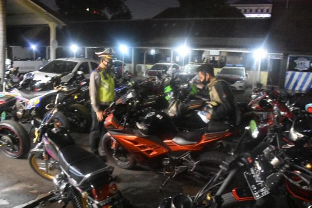 227 Motor Knalpot Racing Terjaring Operasi Lalu Lintas di Solo (263415)
