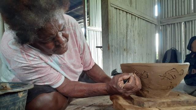 Motif Purbakala Megalitik Tutari pada Gerabah Abar Papua  (457449)