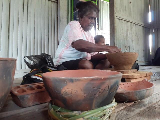 Motif Purbakala Megalitik Tutari pada Gerabah Abar Papua  (457450)