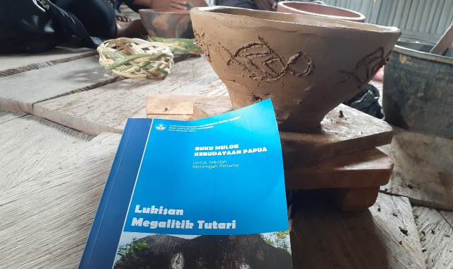 Motif Purbakala Megalitik Tutari pada Gerabah Abar Papua  (457452)