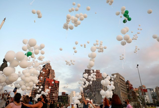 Foto: Peringati 2 Bulan Ledakan di Beirut, Masyarakat Terbangkan Balon Putih (584129)