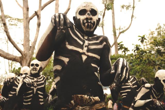 Mengenal Suku Chimbu, Manusia Kerangka dari Papua Nugini (197020)