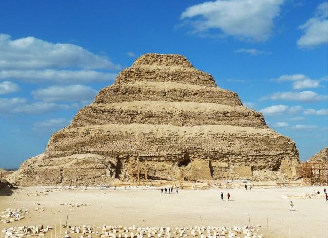 Berpose Seksi di Piramida Mesir, Model Ini Tuai Kecaman Netizen (238506)
