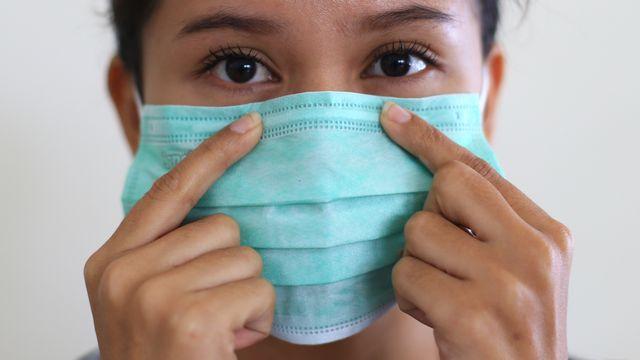 4 Tips Cegah Timbulnya Jerawat karena Memakai Masker (113214)