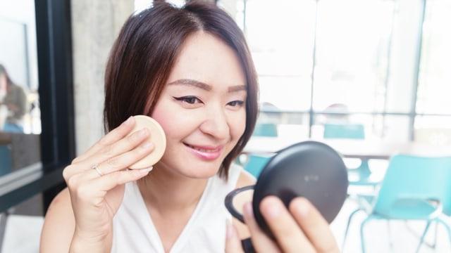 4 Tips Cegah Timbulnya Jerawat karena Memakai Masker (113215)