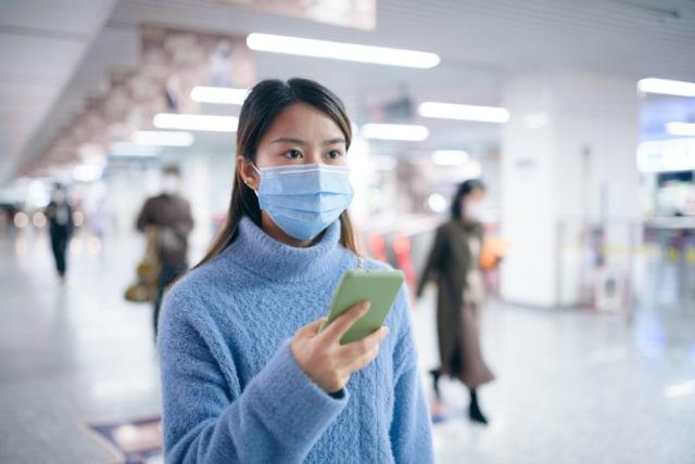4 Tips Cegah Timbulnya Jerawat karena Memakai Masker (113216)