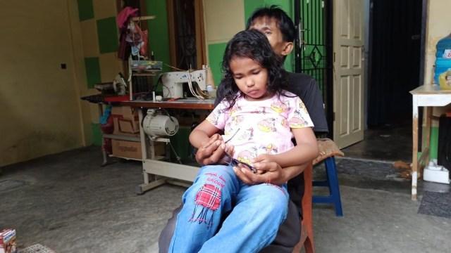 Inilah Anak dan Ayah Bermata Biru di Pekanbaru (79876)