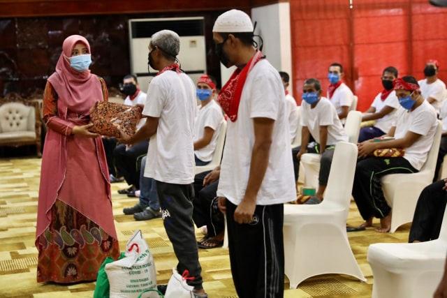 Foto: 51 Nelayan yang Dibebaskan Raja Thailand Tiba di Aceh (6458)