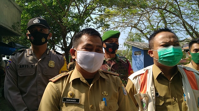 Razia Masker di Bangka Barat, Warga Disanksi Push Up (9791)