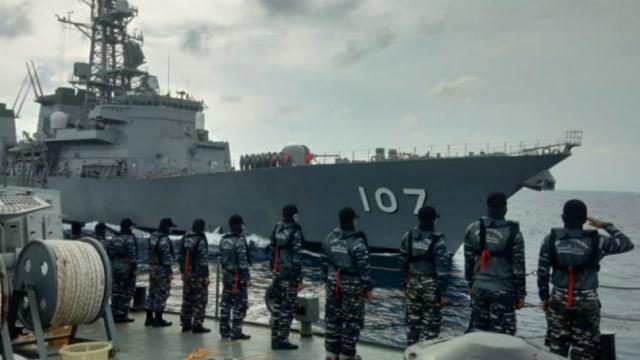 Aksi Kapal Perang TNI AL dan AL Jepang Latihan Bersama di Natuna Utara (1)