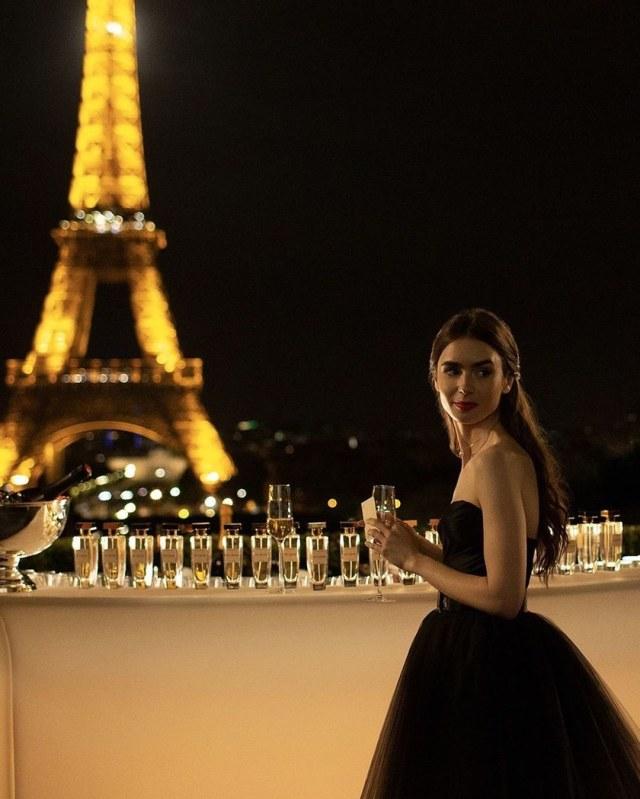 Restoran Pizza di Chicago Sebut Adegan Emily In Paris Ini Tidak Berperasaan (14035)
