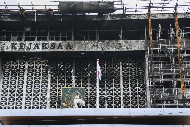 Kriminal Jabodetabek: 8 Tersangka Kebakaran Kejagung; Kurir Sabu Saat Demo Rusuh (246192)