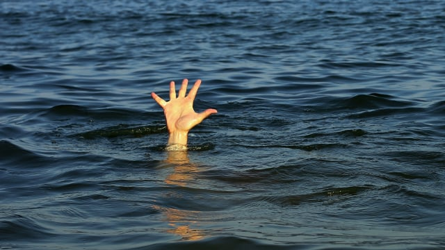 Kapal Hancur Tabrak Pemecah Ombak di Tanjung Priok, 16 Orang Tenggelam (30399)