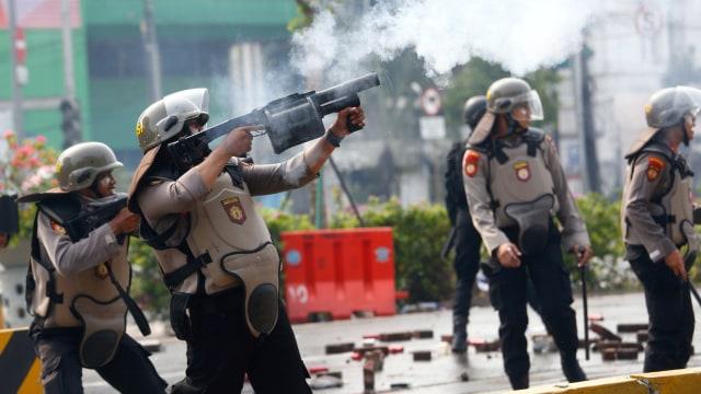 Massa Perusuh Datang Lagi ke Harmoni, Lempari Polisi Dengan Batu (13595)
