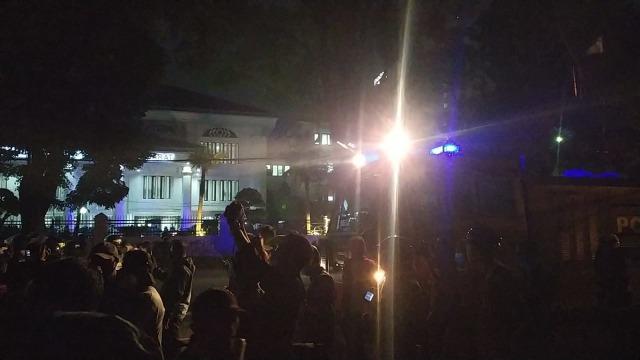 3 Tersangka Sekap Polisi saat Demo Dibui di Polda Jabar, Buruh dan Penjaga Posko (20363)