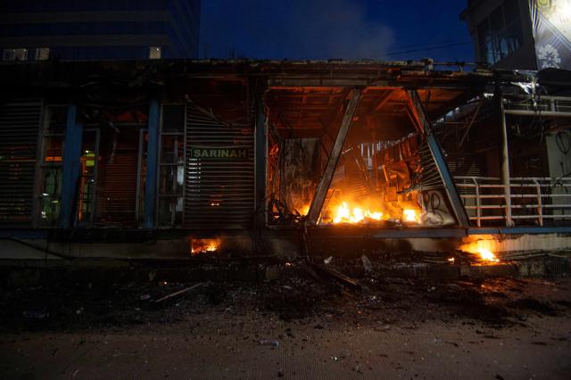 Kriminal Jabodetabek: 20 Pembakar Halte Ditangkap; Bocah Ditusuk Penjambret (63050)