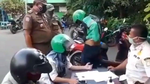 Tak Terima Penumpangnya Kena Razia Masker, Driver Ojol Malah Perlihatkan Kelamin (10970)
