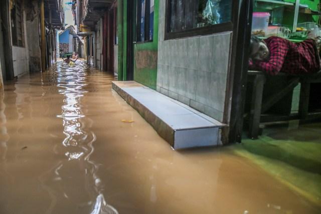 Wagub DKI Tinjau Lokasi Banjir di Ciganjur, Jakarta Selatan (234106)