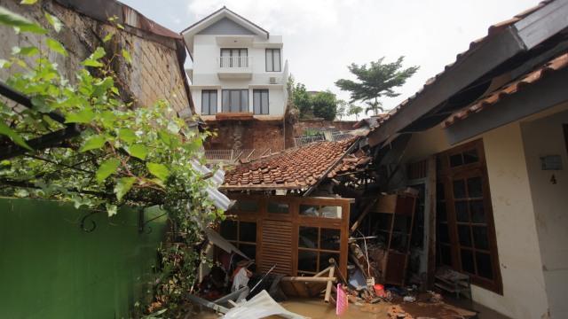 Foto: Melihat Longsor yang Menimpa Permukiman di Ciganjur, Jakarta Selatan  (543)