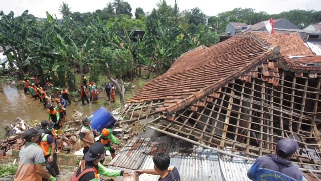Foto: Melihat Longsor yang Menimpa Permukiman di Ciganjur, Jakarta Selatan  (542)