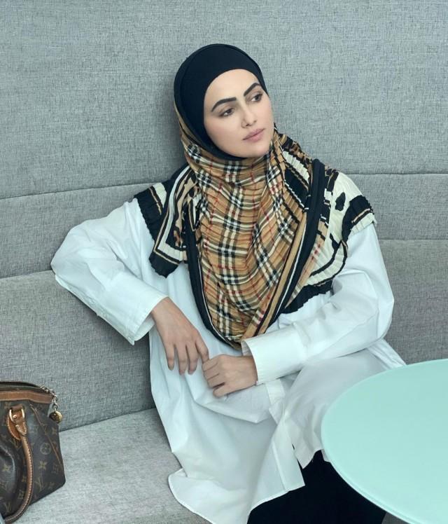 Hijrah, Sana Khan Putuskan Tinggalkan Bollywood   (3195)