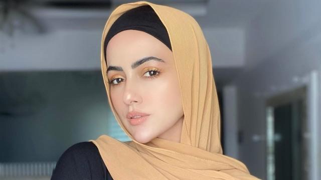 Hijrah, Sana Khan Putuskan Tinggalkan Bollywood   (3196)