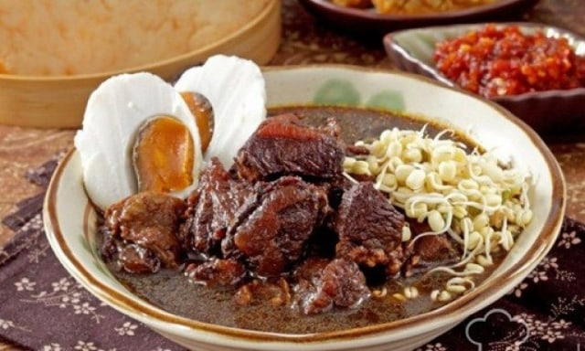 Resep Rawon Daging Ayam Sederhana ala Rumahan (114259)